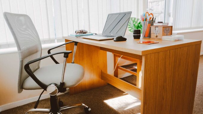 Top 10 best chairs one should use at desk and feel comfortable