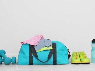 15 gym bag essentials to always keep in women gym Bag